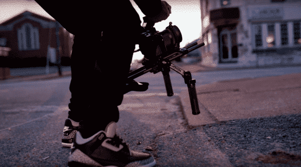 DIFFERENCE BETWEEN A VIDEO CAMERA AND A CAMCORDER